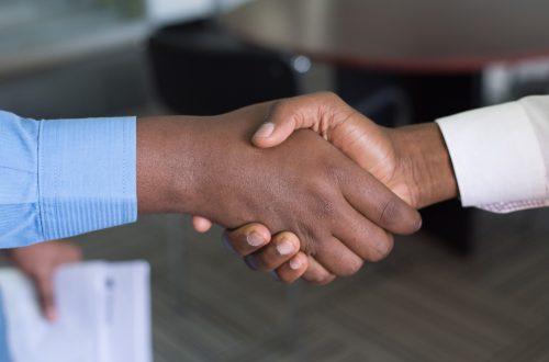 Hände schütteln shaking hands